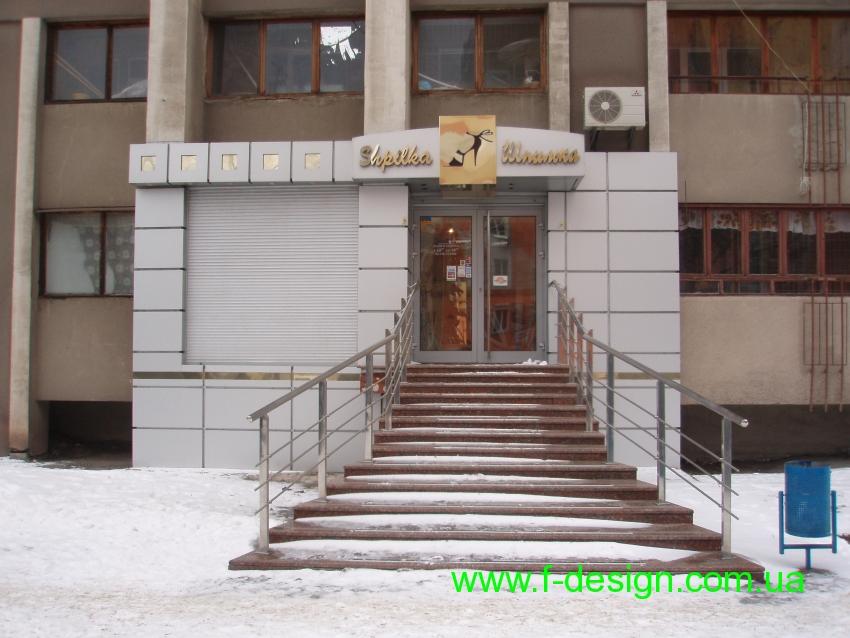 Композитный фасад со сложной контражурной подсветкой