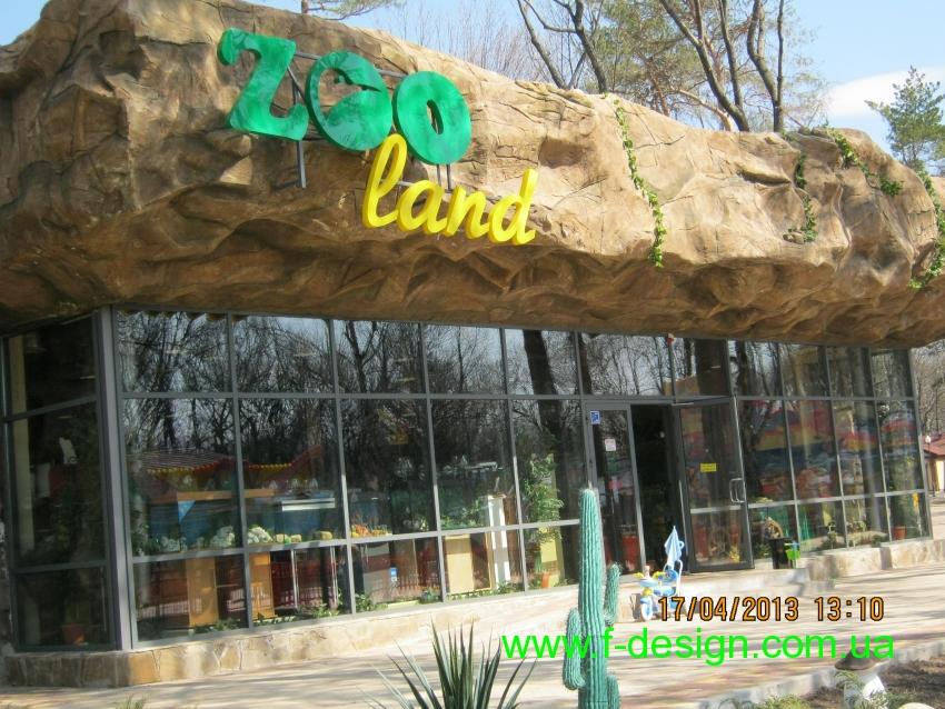 Отдельностоящий магазин в парковой зоне